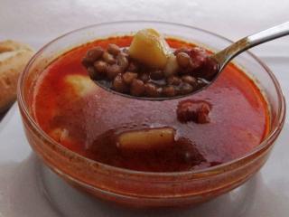 Zupa z soczewicą i parówkami