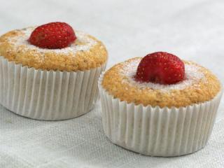 Delikatne muffiny bananowo-truskawkowe