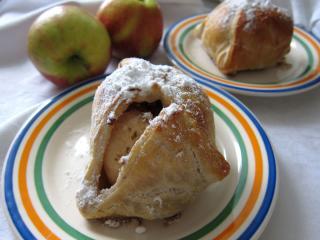 Jabłka z cieście francuskim (w szlafroczku)