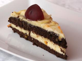 Nektarynkowy tort z bitą śmietaną