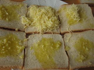 Czosnkowy chleb z serem