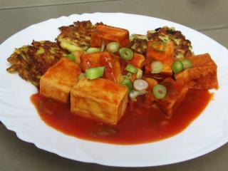 Ser tofu w pomidorowym sosie