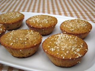 Kukurydziane muffiny z rodzynkami i sezamem
