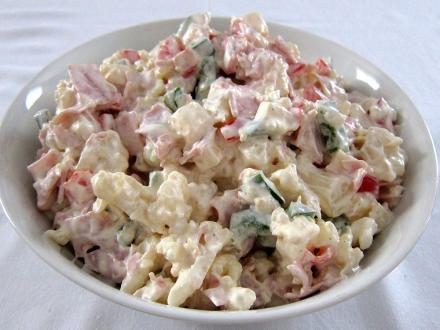 Kalafiorowa śmietanowa sałatka z majonezem