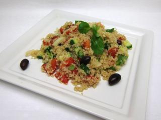 Sałatka quinoa ze świeżymi warzywami