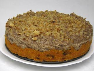 Nie pieczony marchewkowy tort z bananowym kremem