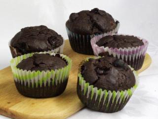 Muffiny z winogronami i śliwkami
