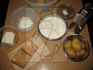 Przygotowanie ciasta na ziemniaczane kluseczki