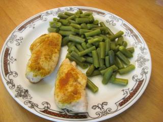 Curry piersi z zieloną fasolką szparagową