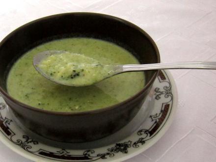Zupa brokułowa z lanymi kluskami