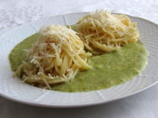Spaghetti z brokułowym sosem