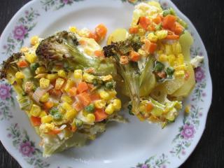 Zapieczone warzywa na ziemniakach