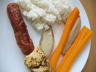 Drobiowe szaszłyki z marchewką i gruszkami w parowarze