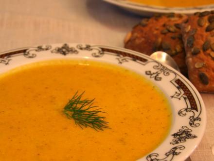 Zupa dyniowa ze śmietaną