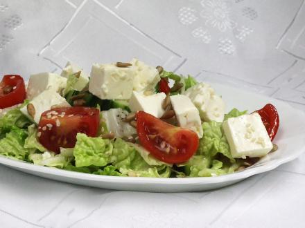 Sałatka warzywna z serem Feta