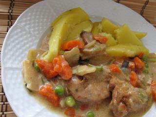 Marynowane mięso drobiowe z azjatycką mieszanką warzyw