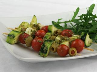 Grillowane warzywne szaszłyki z pesto