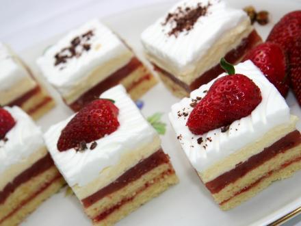 Świąteczne truskawkowe ciasto