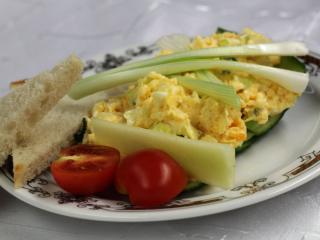Jajecznica z zieloną cebulką
