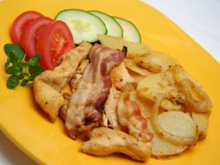 Pieczone piersi z kurczaka z ziemniakami