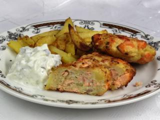 ActiFry Łososiowe kotleciki z pieczonymi ziemniakami