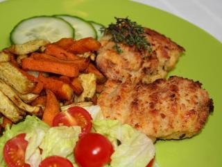 ActiFry kotlety drobiowe w serowej panierce z pikantnymi frytkami