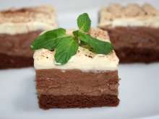 Nugatowe ciasto z bitą śmietaną