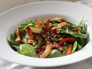 Sałatka z liśćmi szpinaku