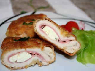 Piersi z kurczaka nadziewane pleśniowym serem i boczkiem