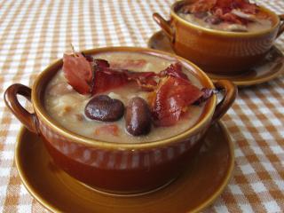 Zupa z bobu z boczkiem