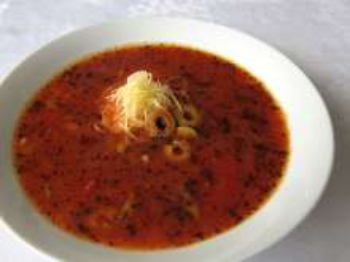 Prowansalska pomidorowa zupa z oliwkami