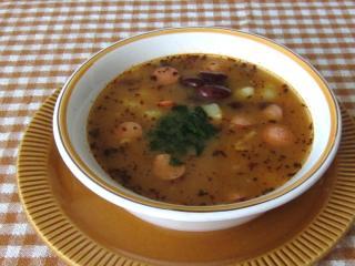 Zupa fasolowa z parówkami