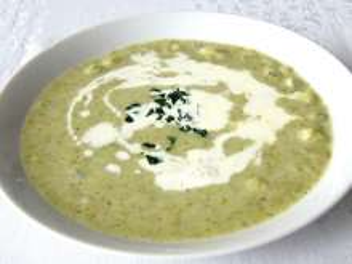 Brokułowa zupa z selerowymi kluseczkami