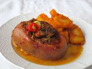 Wieprzowa golonka z paprykowymi ziemniakami