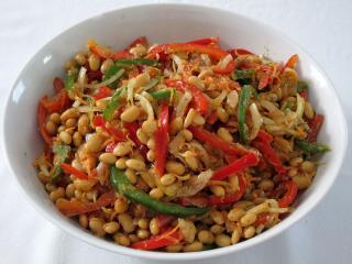 Sojowa sałatka z warzywami