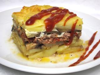 Zapiekane ziemniaki z mięsem i warzywami