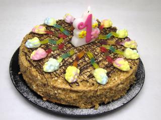 Miodowy urodzinowy tort