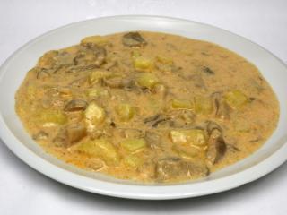 Śmietanowy sos z boczniaka z ziemniakami