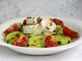 Sałatka warzywna z kozim serem