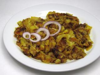 Smażone przyprawione ziemniaki z cebulą