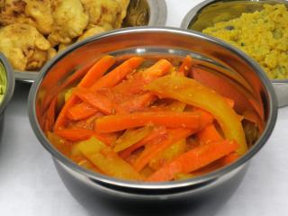 Marchwiowo - ziemniaczane sabji w pomidorowym sosie