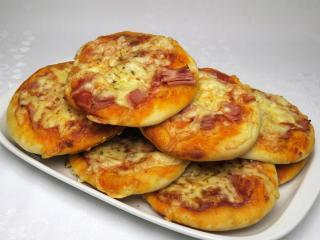 Szynkowa mini pizza
