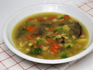 Warzywna zupa z grzybami