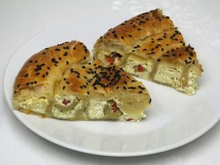 Serowe słone ciasto z oliwkami