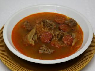 Kapuśniak z mięsem wołowym