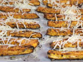 Słodkie ziemniaki z parmezanem