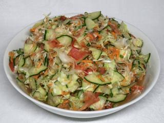 Chrupiąca warzywna surówka