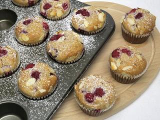 Malinowe muffiny z migdałami