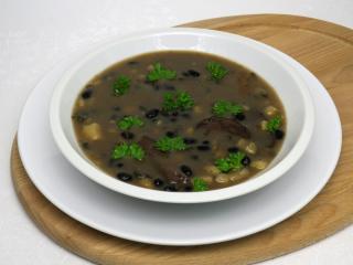 Grzybowa zupa z czarną fasolą