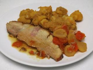 Pieczone wieprzowe udo z korzeniowymi warzywami